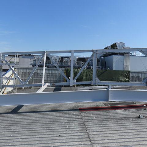 Supportage d'un équipement de 17T à travers le toit – Treillis portée 33m