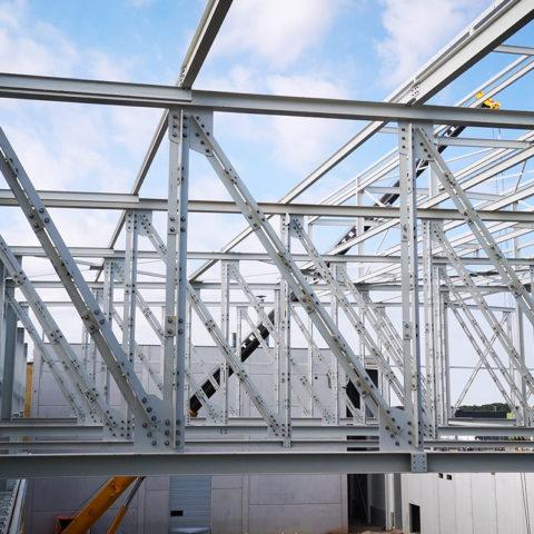 SEW Forbach – Bâtiment fonderie + Magasin grande hauteur. Environ 1000T de charpente.